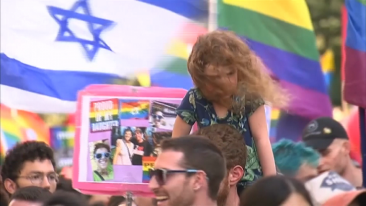 jerusalem-gay-pride-parade-thousands-take-to-the-streets-under-tight-security