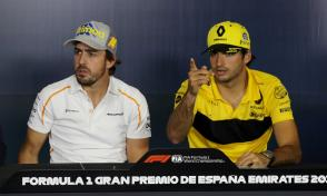 McLaren's Fernando Alonso and Renault's Carlos Sainz at Circuit de Barcelona-Catalunya, Barcelona, Spain - May 10, 2018.