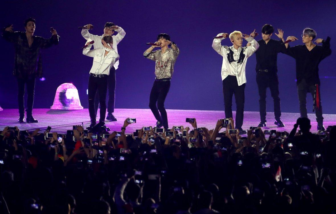 2018 Asian Games - Closing Ceremony - GBK Main Stadium - Jakarta, Indonesia - September 2, 2018 - South Korean boy band iKON perform during the Closing Ceremony.