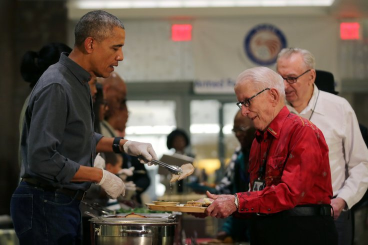 U.S. President Barack Obama serves Thanksgiving dinner to residents of the Armed Forces Retirement Home (AFRH) in Washington, U.S., November 23, 2016. REUTERS/Carlos Barria