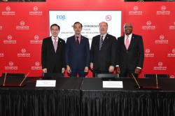 From L to R: Dr. Beh Swan Gin (Chairman of the Singapore Economic Development Board), Dr. Koh Poh Koon (Senior Minister of State for Trade and Industry), Mr. Keith Williams (CEO, UL LLC) and Mr. Sajeev Jesudas (President, UL International)