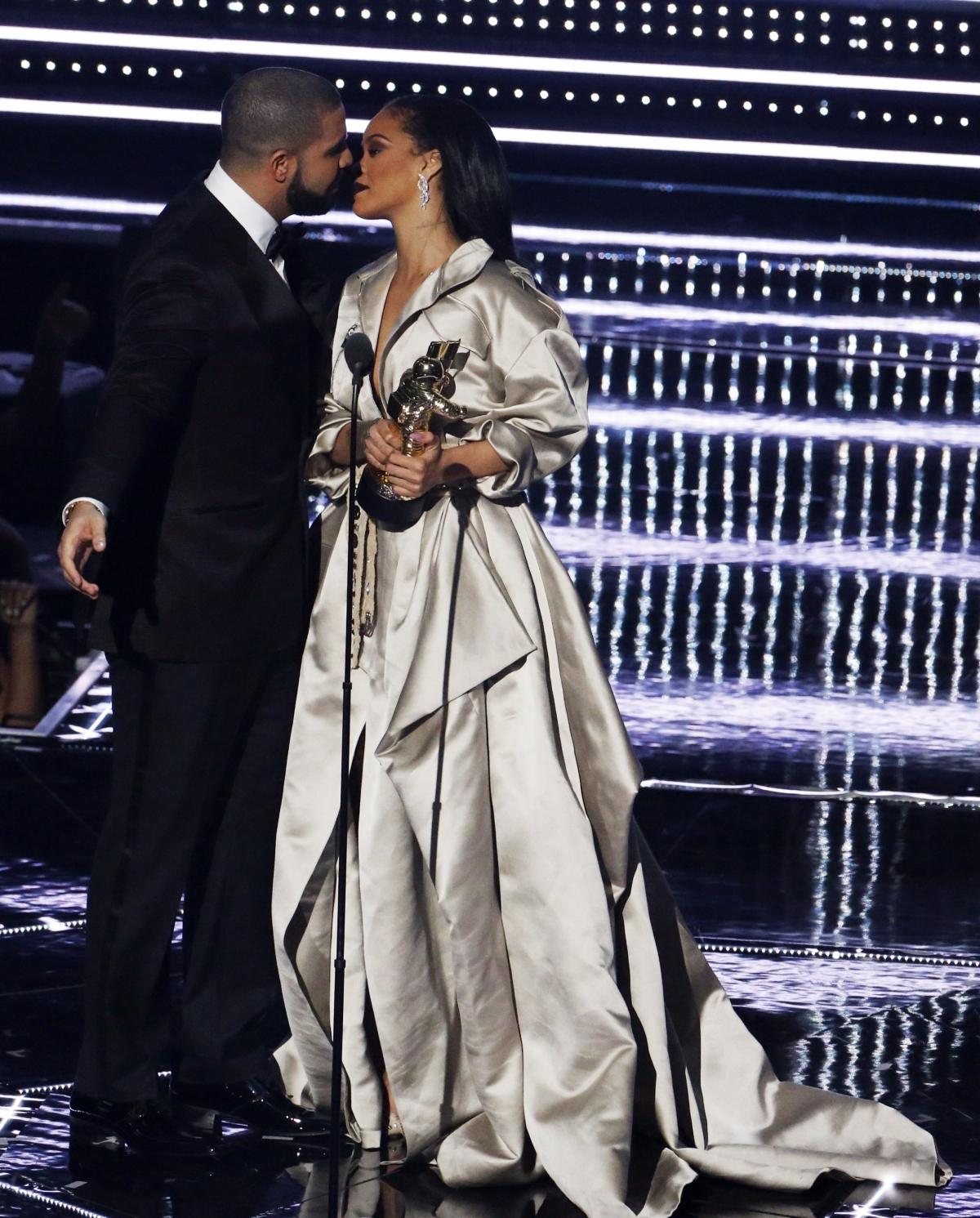 Drake Rihanna Dating 2009