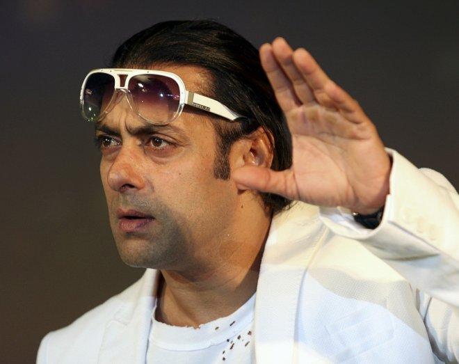 Salman Khan and Zhu Zhu spotted smoking on the Sets of 'Tubelight'