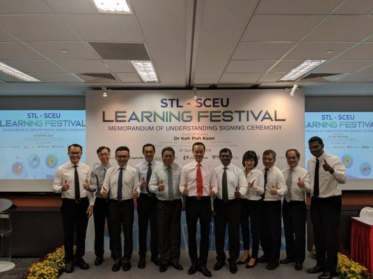 MoU signing ceremony between Dr Kwek Kok Kwong, CEO of NTUC LearningHub (third from left), Professor Wei Kwok Wee, Dean of School of Continuing and Lifelong Education, NUS (5th from left) and Mr Loganathan Ramasamy, CEO (Designate), ST Logistics was witne