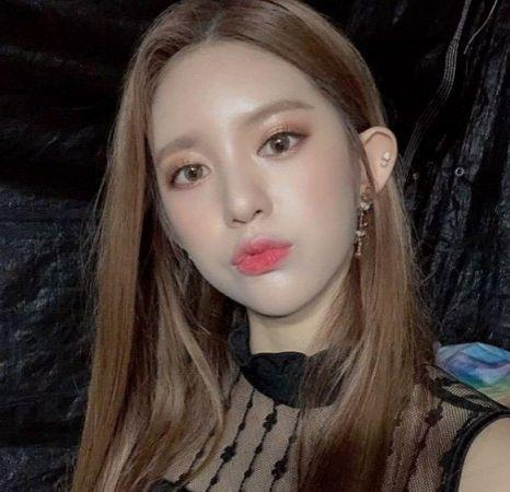 MOMOLAND's Daisy and iKON's Yunhyeong's agencies have responded to dating reportsInstagram/momoland_official