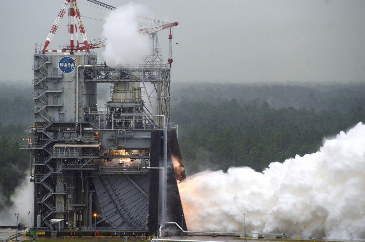 NASA conducts a test of RS-25 flight engine No. 2062 on April 4 on the A-1 Test Stand at Stennis Space Center near Bay St. Louis, Miss. The test marked a major milestone in NASA's march forward to Moon missions. All 16 RS-25 engines that will help power t