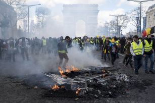 """""""Yellow Vest"""" protesters burn barriers on the Champs-Elysees Avenue in Paris, France, on March 16, 2019. French police arrested more than 200 people on Saturday after violence broke out in Paris in a fresh protest of """"Yellow Vest"""" movement. (Xinhua/Alexan"""