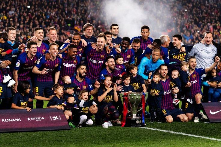 BARCELONA, April 28, 2019 (Xinhua) -- Barcelona's players celebrate with the trophy after a Spanish league soccer match between FC Barcelona and Levante in Barcelona, Spain, on April 27, 2019. FC Barcelona won 1-0 and claimed the Spanish league champion w