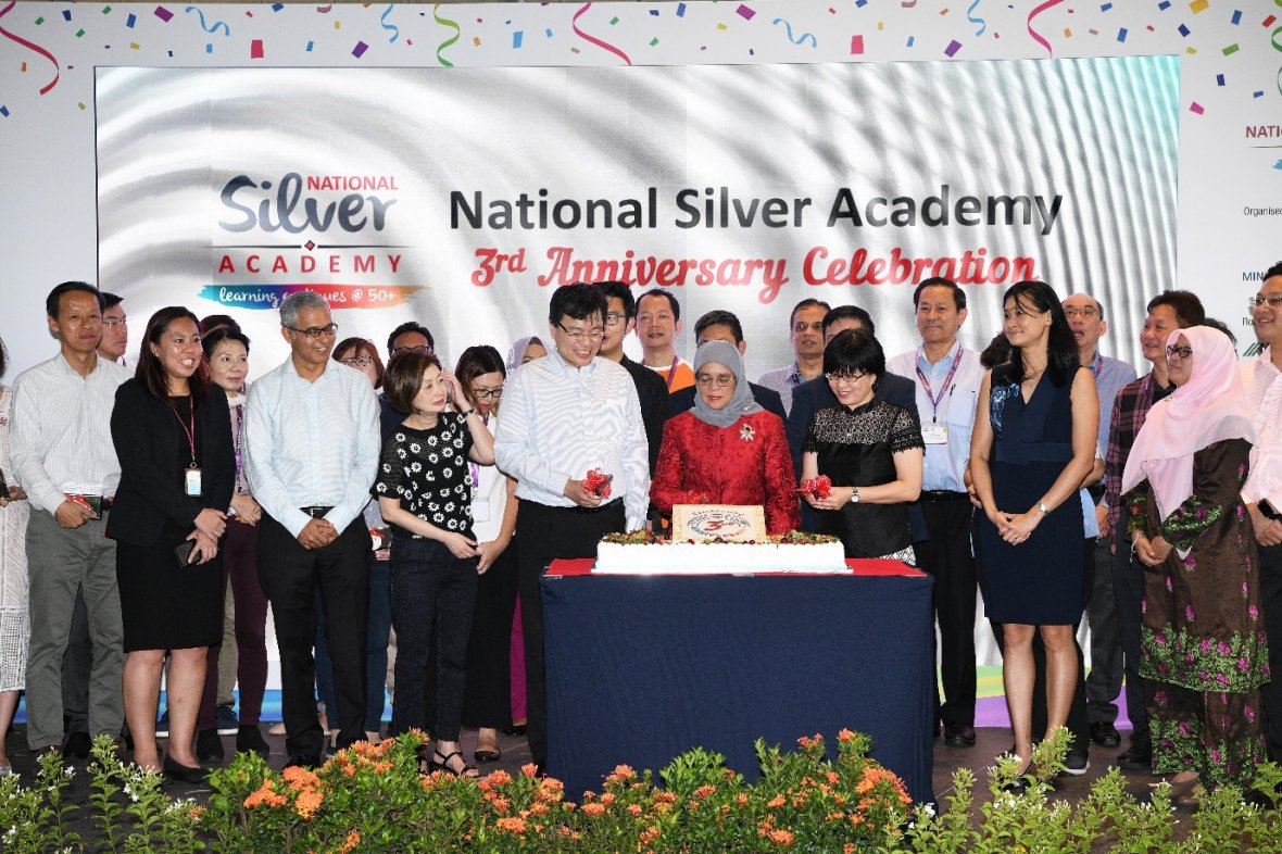 To celebrate the National Silver Academy 3rd ­anniversary, President Halimah Yacob participated in a cake-cutting ceremony along with NSA partners.