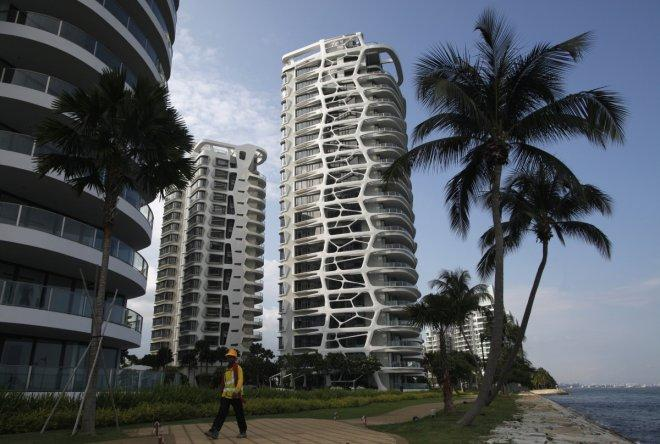 Singapore property prices fall