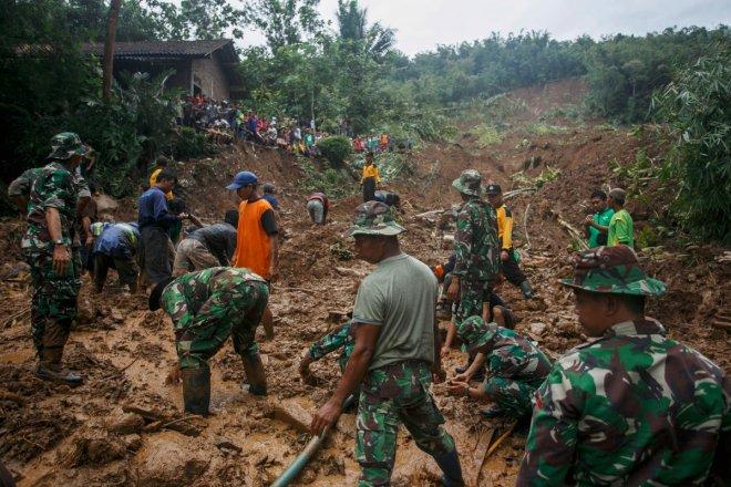 Indonesia: 10 dead, 3 missing in floods, landslides in West Java