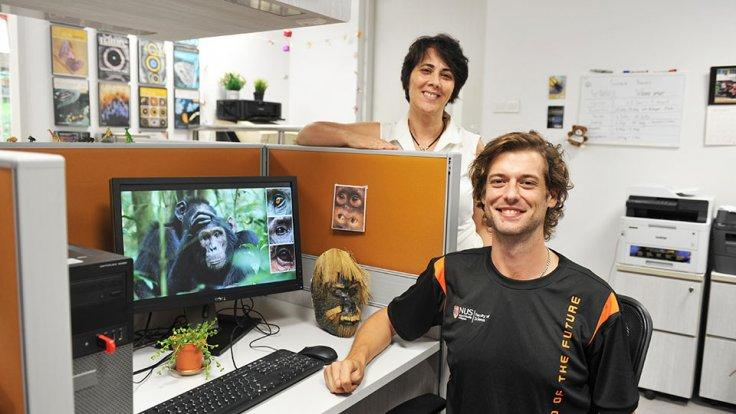 Doctoral student Mr Juan O. Perea-García (front) and Associate Professor Antónia Monteiro (back) from NUS Biological Sciences suggest that apes may follow each other's gaze like humans