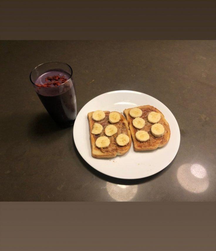 Miley Cryus Makes Breakfast Cody Simpson