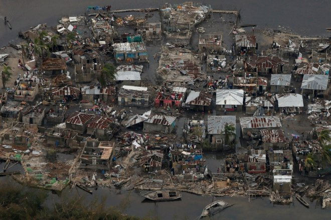 Hurricane Matthew: Florida braces for devastating storm, nearly 300 dead in Haiti