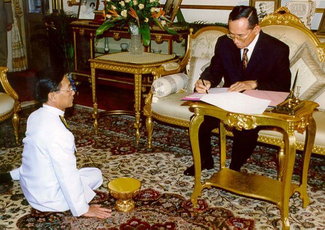 Thai king Bhumibol Adulyadej dies
