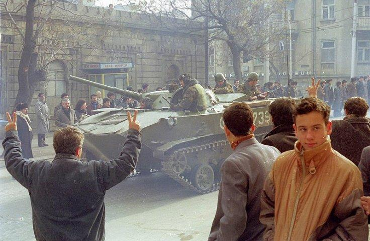 Soviet Red Army motor rifle troopers in Baku 1990 January/February.