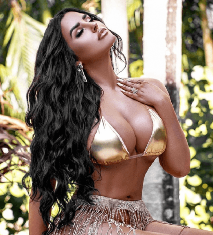 Brunette Model Abigail Ratchford Flaunts Hourglass Figure In