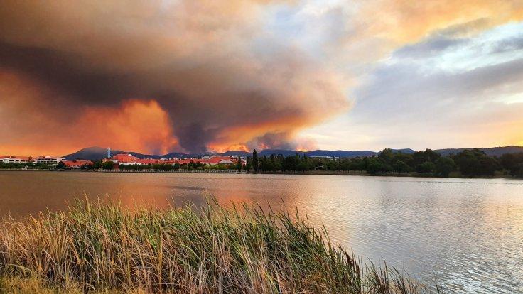 Australia bushfires reach Canberra