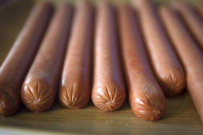 Malaysia plans not to ban hotdogs or revoke halal certifications