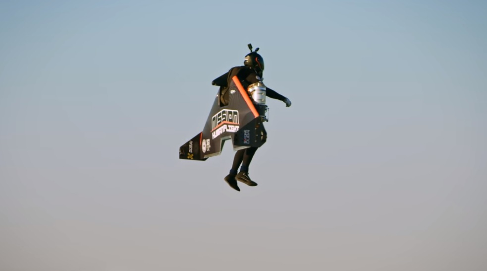 Jetpack pilot flew like Iron Man, broke a record!