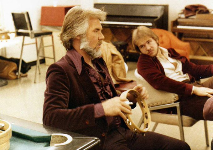 Country Singer Kenny Rogers Passes Away At 81 Family Arranges Private Service Due To Coronavirus