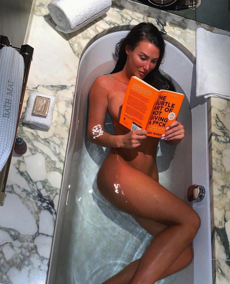 Alice Goodwin Naked In Bathtub