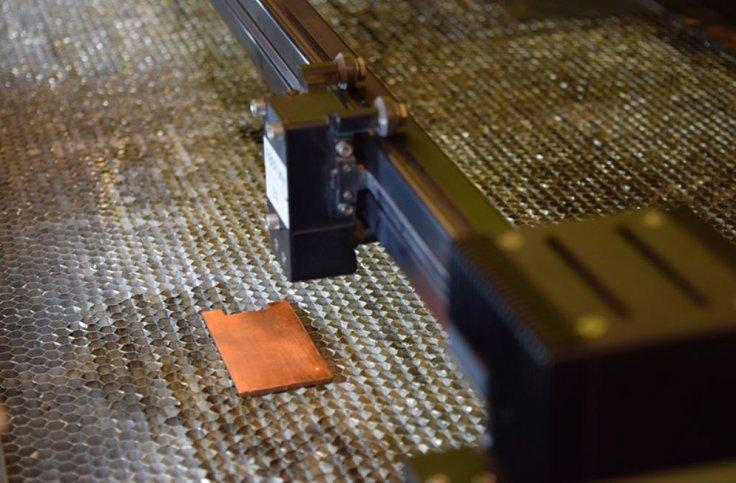 Laser prepares to texture the surface of copper