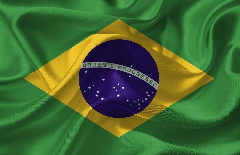 Bolsonaro fires Brazil's health minister, calls to reopen economy