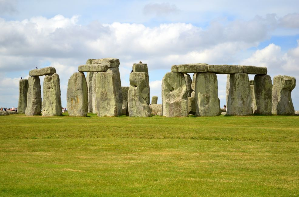 Archaeologists discover new prehistoric circle near Stonehenge