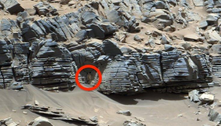 alien statue on Mars