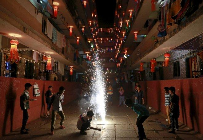 Happy Deepavali 2016: Best messages to share with your near and dear ones