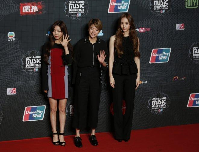 Members of the South Korean K-Pop band f(x) pose on the red carpet during  2015 Mnet Asian Music Awards (MAMA) in Hong Kong, China December 2, 2015.  Reuters