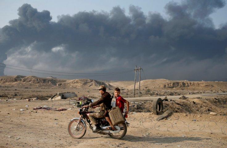 Black skies of Mosul captured through lens (PHOTOS)