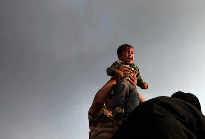 Black skies of Mosul captured through lens (PHOTOS)