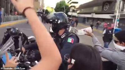 Giovanni Lpez protests