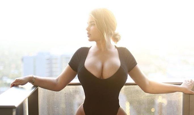Anastasiya Kvitko sizzles in a sexy monokini