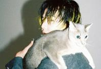 G-Dragon with his cat