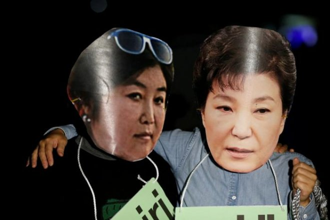 South Korea prosecutors say President Park was accomplice in corruption scandal leftright 4/4leftright