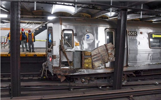 3 suffer minor injuries when subway hits debris and derails