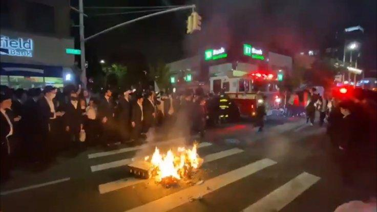 Orthodox Jews protest in Brooklyn