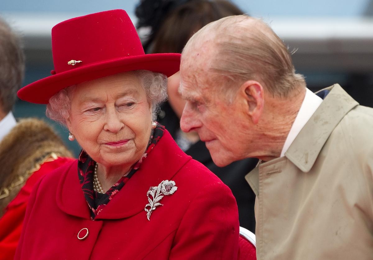 PraaJek: Exclusive - Topless Queen Elizabeth.