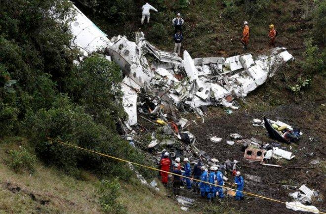 plane crashes in colombia  killing 71 people including Brazilian football team Chapecoense Real