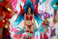 In Pictures: Captivating glimpses from 2016 Victoria's Secret Fashion Show in Paris