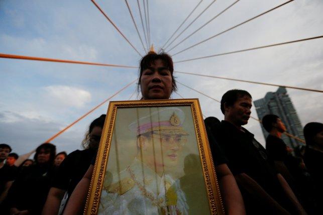 Thais celebrate late King Bhumibol's birthday by mass gathering