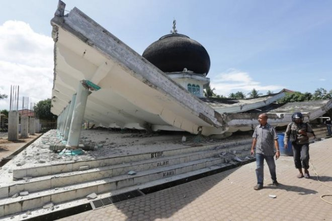 Aceh earthquake: 100 dead, scores missing; medical facilities stretched as injured pile up