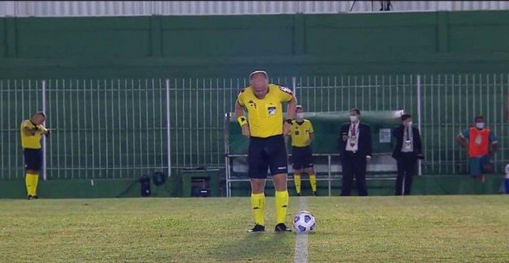 De Silva referee