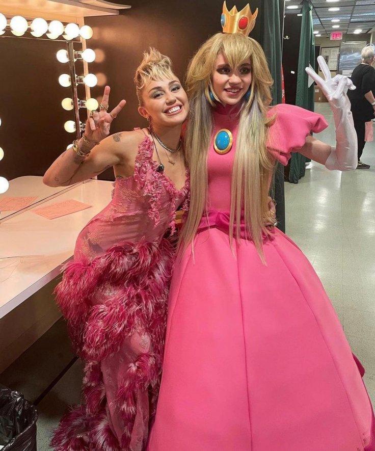 Grimes Miley Cyrus SNL Saturday Night Live