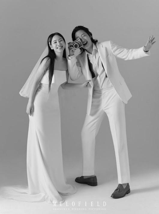 Singer U Sung Eun and Geeks' Louie