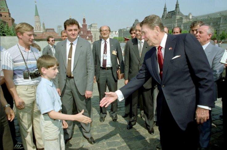 Putin lookalike and Regan