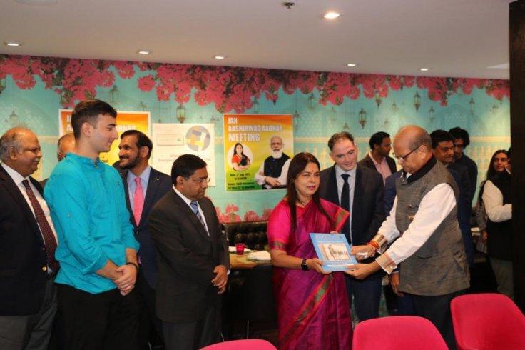 PM Modi's Jan Ashirwad reaches NYC; MoS MEA Meenakshi Lekhi meets diaspora